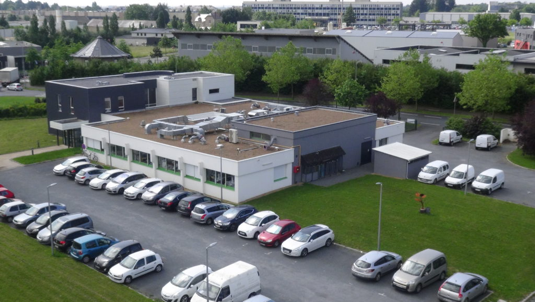 Vue de drone du siège social de Polleniz à Beaucoup